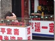 2 winkelbediendes in Pingyao